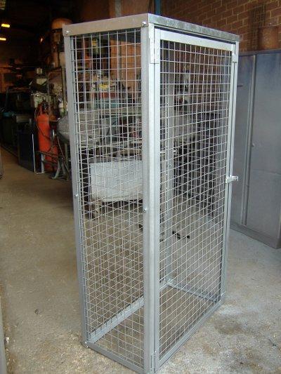 Argon / Oxygen cage